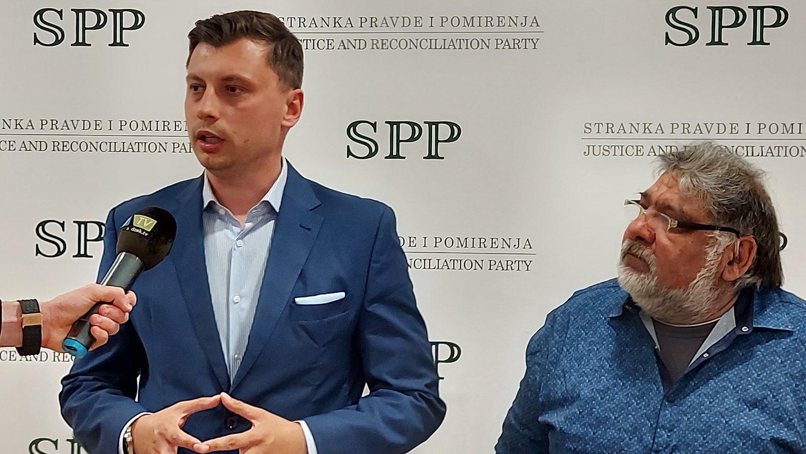1 14 - Građanski pokret Roma Srbije dao podršku Stranci pravde i pomirenja