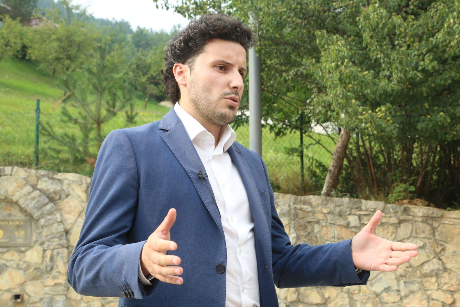 Abazović: Nema mjesta politikanstvu genocida u Srebrenici, napadi vlasti  pokazuju da smo im poremetili računicu | SANA